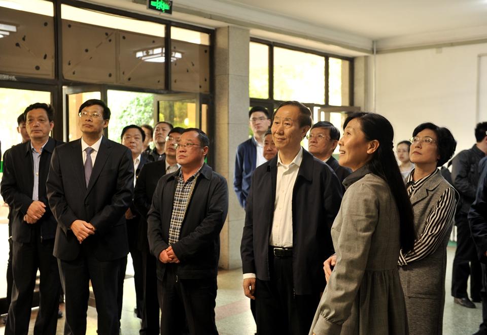 全国政协副主席王家瑞一行参观运河文物文献展览馆